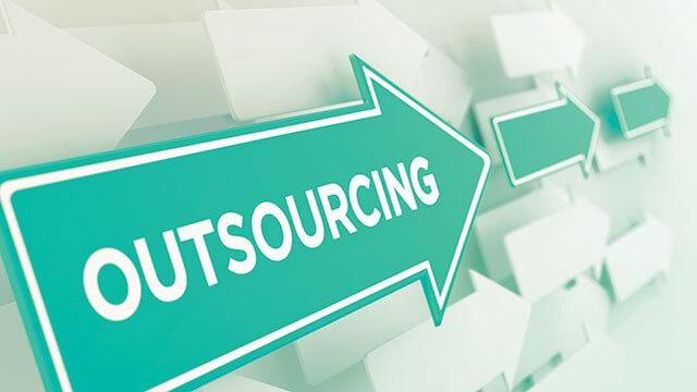 Outsource là gì? Những lợi ích và rủi ro khi sử dụng Outsource
